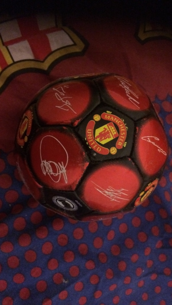 rød og svart Machester United ball