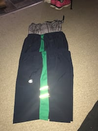 black and green Nike pants Halton Hills, L7G 3H3