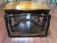 Antique coffee table w/removable glass top Lincoln University, 19352