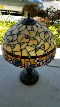 Stained glass tiffany style bronze table lamp. San Ramon, 94583