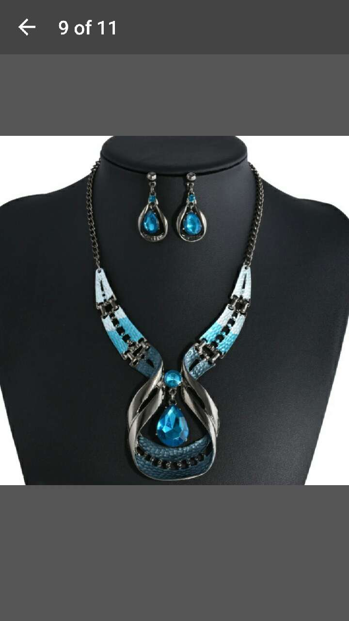 necklace & earrings (Brand new )