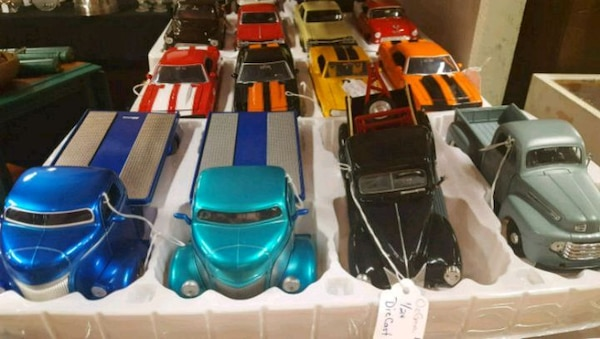 1/32 and 1/24 Diecast Cars