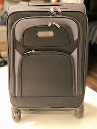 20' Carry-on Lightweight and Expandable Spinner Suitcase