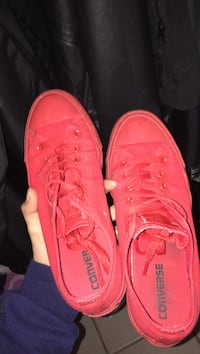 Red converse low-top sneakers Coquitlam, V3K