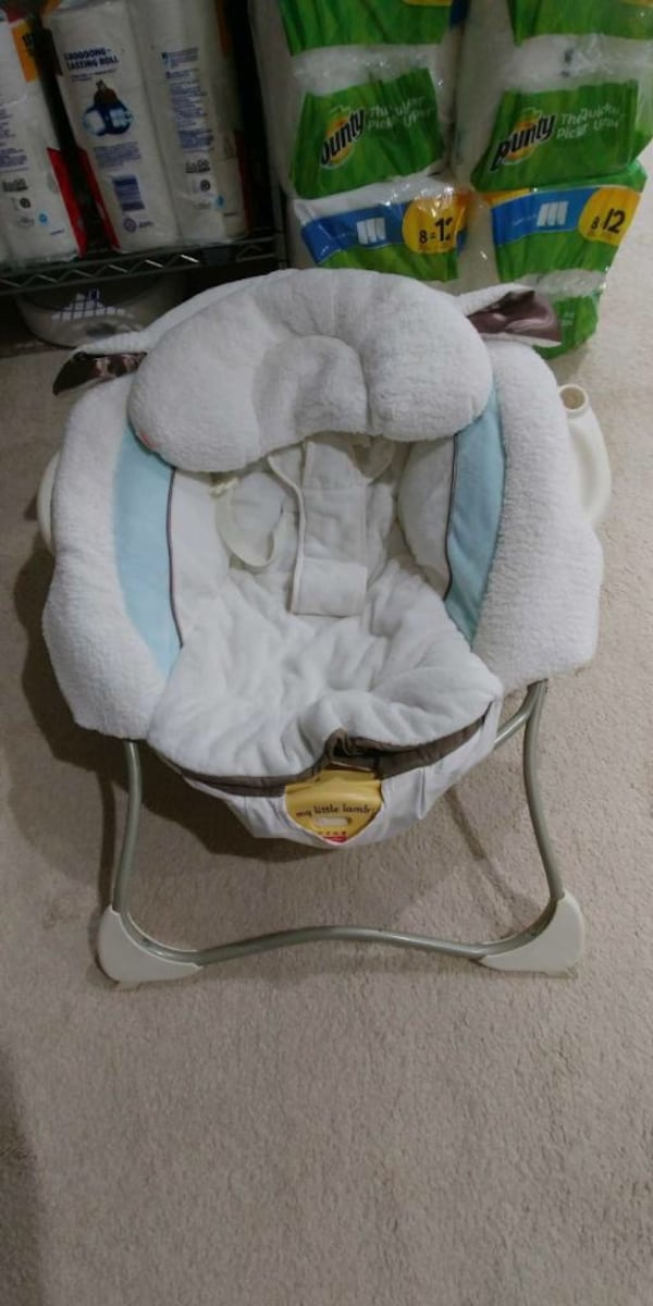 Baby lounger 2fd33120-38ee-4927-88b6-60a75dc84bac