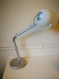 gray and white desk lamp Châteauguay, J6K 4B7