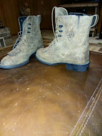 Size 7 ariat lace up boots Abilene