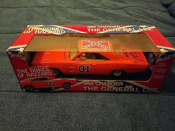 autographed  General Lee 1:25 scale