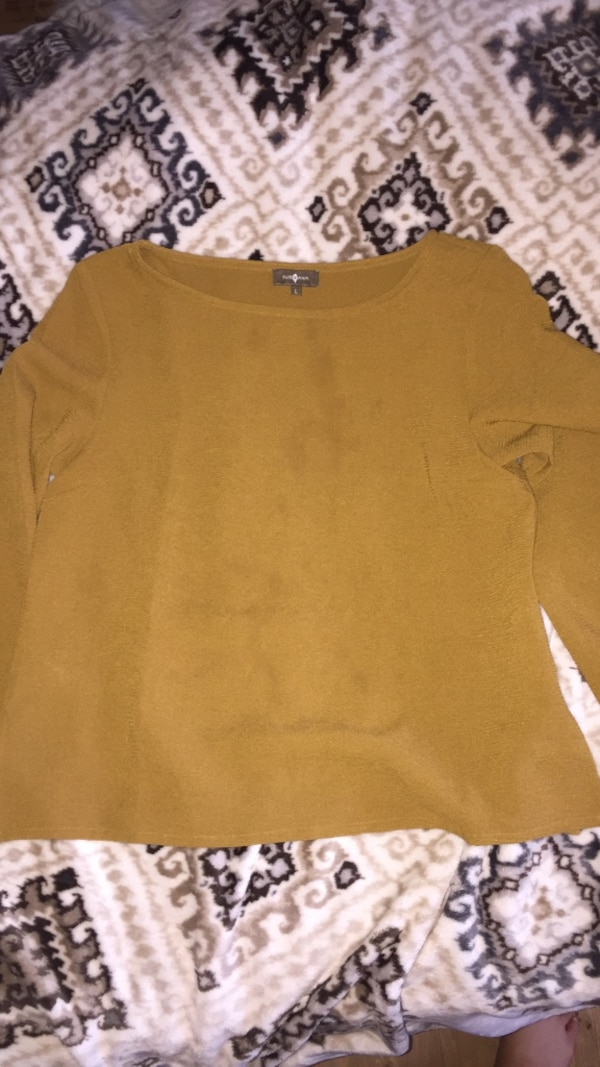 mustered green long sleeve never worn size large
