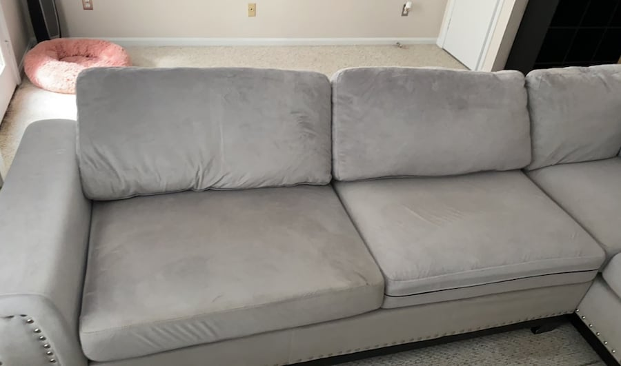 Couch cac12a46-f04b-4772-96fd-6825e8cfafb3