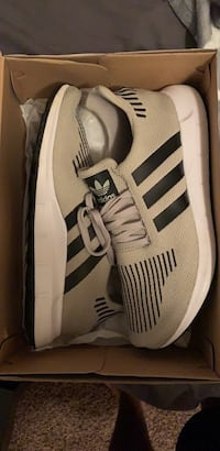 white-and-black Adidas low top sneakers Independence, 41051