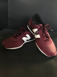 New balance burgundy sneakers Miami, 33179