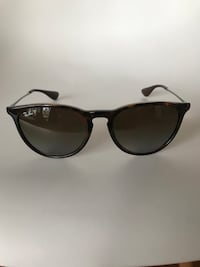 black Ray-Ban sunglasses Toronto, M4S 1A1