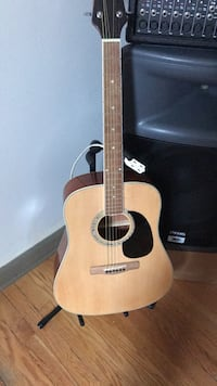 Mitchell 6 string acoustic guitar Chicago, 60629