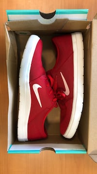 Pair of red nike SB low-top sneakers in box Eugene, 97401