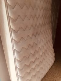 Mattress Queen size bed and box  920 mi