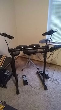 DTX 400K electric drum kit and throne Ames, 50014