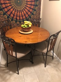 Solid wood table and 4 chairs Sacramento, 95818