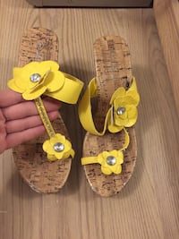 Latina yellow shoes , size 9 London, N5Y 4K5