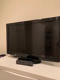 """32"""" Panasonic LCD TV with remote"""