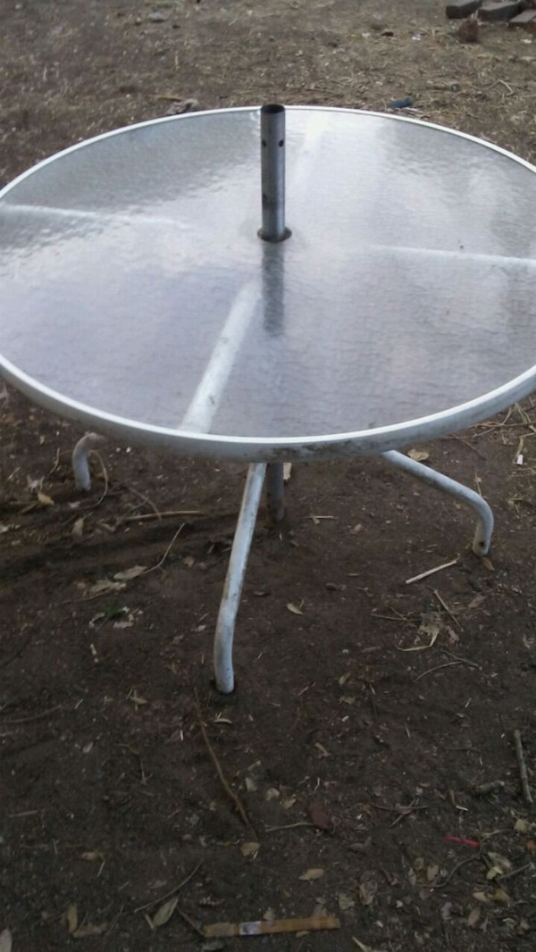 Used Round White Metal Framed Gl Top Patio Table For In San Jose Letgo