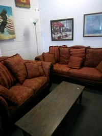 Very nice couch and loveseat Hampton