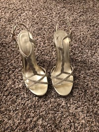 Gold heels- Size 8! Only worn twice   Des Moines, 50312