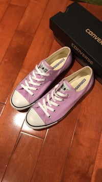 Women's converse size 9. Never worn before. They have just been sitting in my closet for a year or two. No negotiation. Check out my other stuff. Need to get rid of everything ASAP so posting lowest prices   Toronto, M4G 1N1
