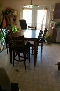 New price Bar height kitchen table set of 8 chairs Plantagenet, K0B 1L0