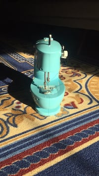 Blue/Teal sewing machine University Park, 20782