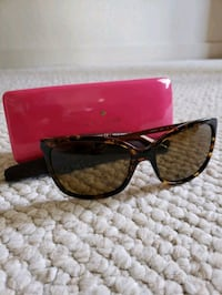 Trendy kate spade sunglasses in mint condition!