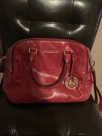 Mk Red and black leather bag  549 km