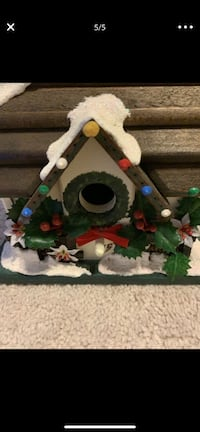 New, Christmas birdhouse. Great Christmas gift. Woodbridge, 22191
