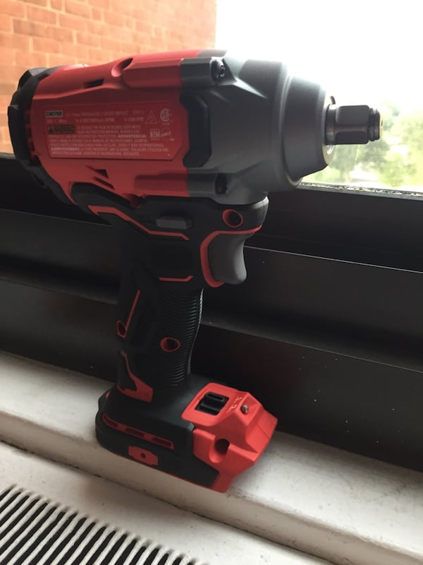 """Craftsman 1/2'"""" (13mm) Impact Wrench 20v with battery included  9f2419a0-19ae-40de-a68a-277021081735"""