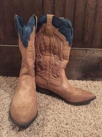 Women's Boots Size 8  Springfield, 65809