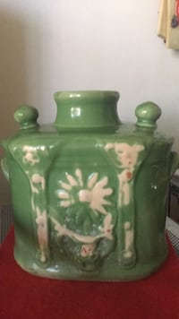 green and white ceramic jar Bakersfield, 93308