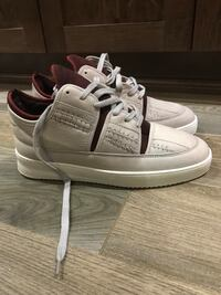Pair of white-and-maroon falling pieces sneakers size 42 Toronto, M4L 3S4