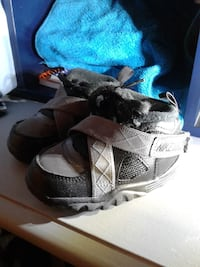 pair of gray-and-black sneakers Temple, 76501