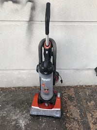 black and red Eureka upright vacuum cleaner 奥罗拉, 80012