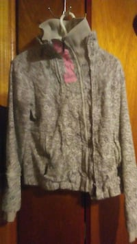 gray and pink floral long sleeve shirt St. Catharines, L2P 2W9