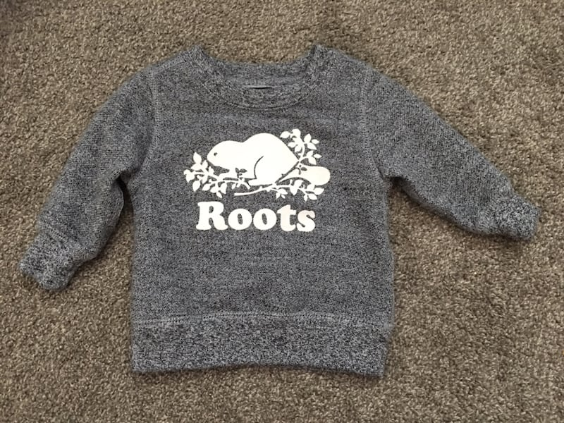 Baby Roots sweater size 6-12months a6d9f12d-8cf2-4575-a14f-1c5858a4ea8b