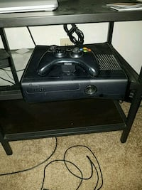 Xbox 360 WITH Kinect 4GB Brea, 92821