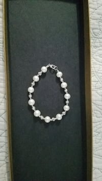 Cultured pearl bracelet with sterling silver  Essex, 21221