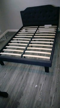 black and white slatted bed frame Moreno Valley, 92553