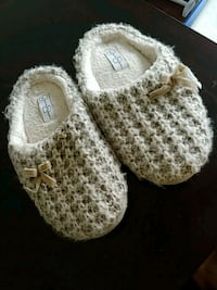 Size M (7-8) Bedroom Slippers Fort Campbell
