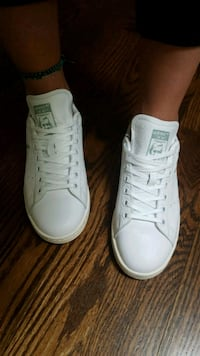 Stan Smith Pharrel Willians  Toronto, M3H 3W5