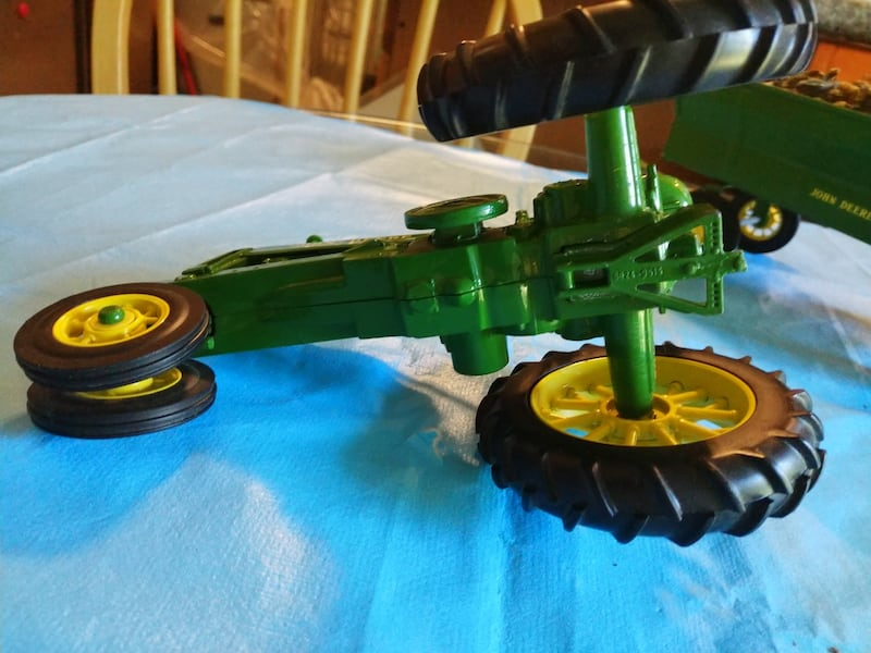 John Deere Toy Tractor with Corn Wagon with Dog. 3da87568-34f9-4025-bb34-26af82ba71af