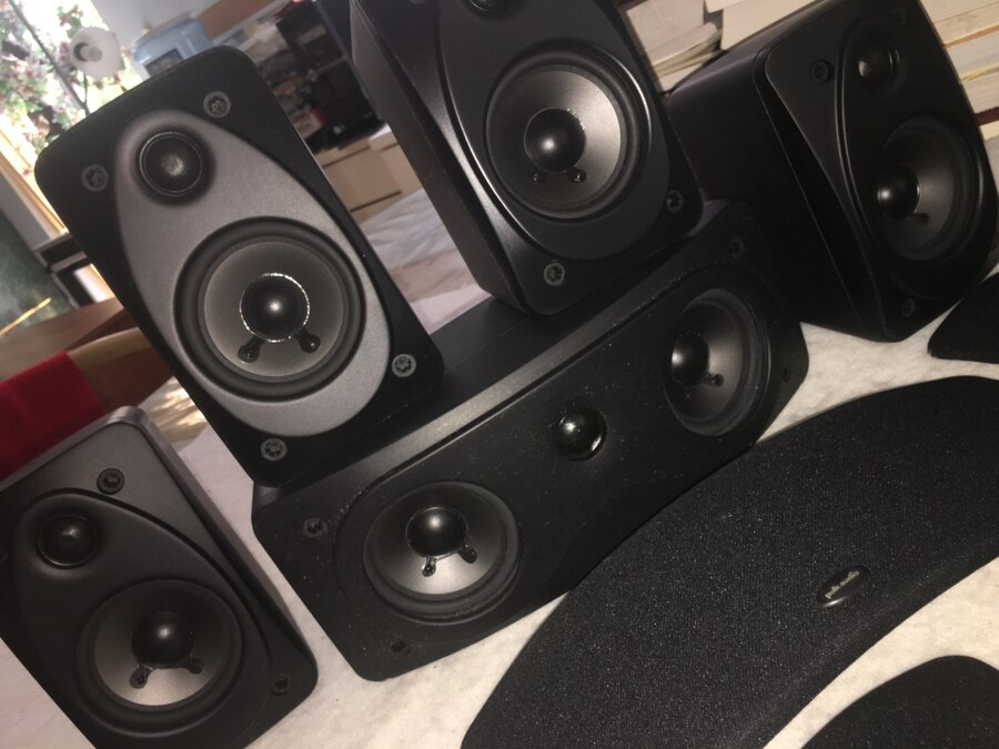 Photo POLK HIGH QUALITY DIGITAL SURROUND SYSTEM HOME THEATER SPEAKERS .