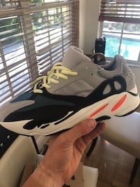 Yeezy Boost 700 wave runner size 11 Miami Beach, 33140