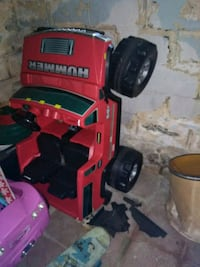 Kids rid on toy HUMMER Dearborn